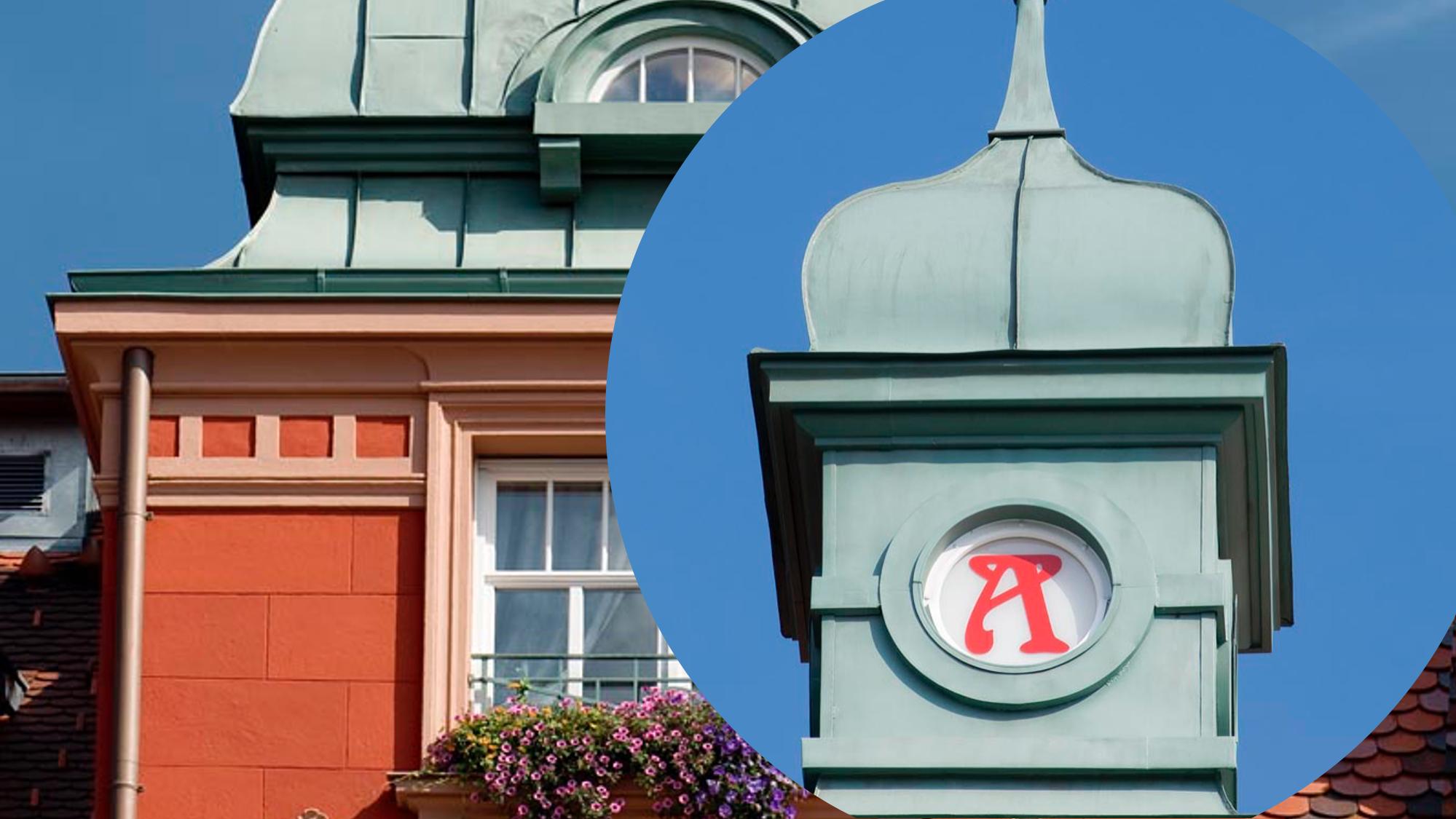 Apotheke Haus Bild 2 mit Apothekenzeichen